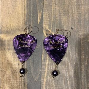 🎸 Fender guitar pick earrings